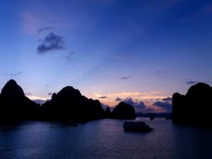 croisière baie d'halong bai tu long coucher de soleil