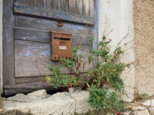 Brantes, Provence, Vallée du Toulourenc, vieille boîte aux lettres