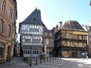 Cité médiévale de Dinan, maisons à pans de bois, centre ville Dinan