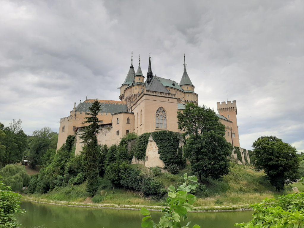 immanquables en slovaquie, chateau de bojnice slovaquie